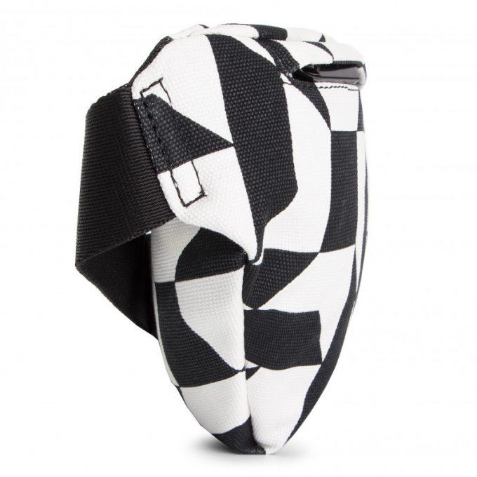 Saszetka nerka Calvin Klein czarno-biała